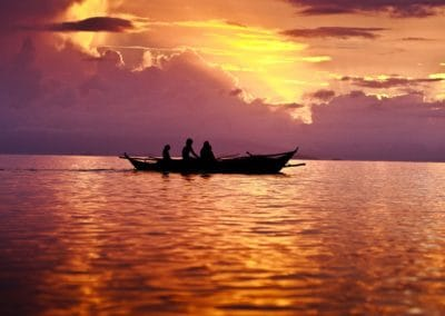 filipino-fisherman-at-sunset
