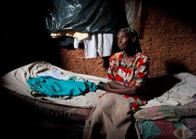 portrait-of-ugandan-lady-insider-her-home